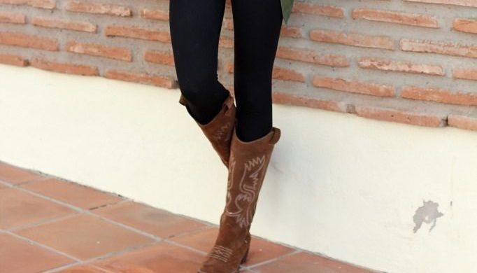 Wear brown boots with black pant – A Perfect attire for all occasions